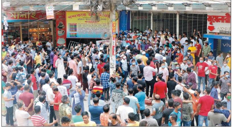 কুমিল্লায় লকডাউনেও দোকানপাট খোলা রাখতে ব্যবসায়িদের বিক্ষোভ